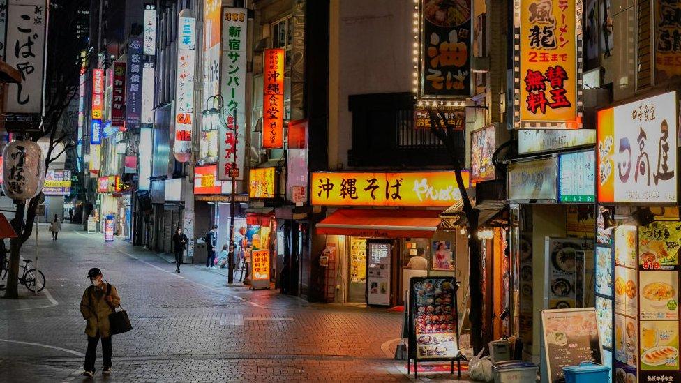 Коронавирус: в Японии ЧП, в Париже запретили дневные пробежки, Китай впервые без смертей