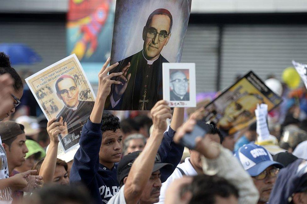 Papa agradece presencia reina Sofía y presidentes El Salvador, Chile y Panamá