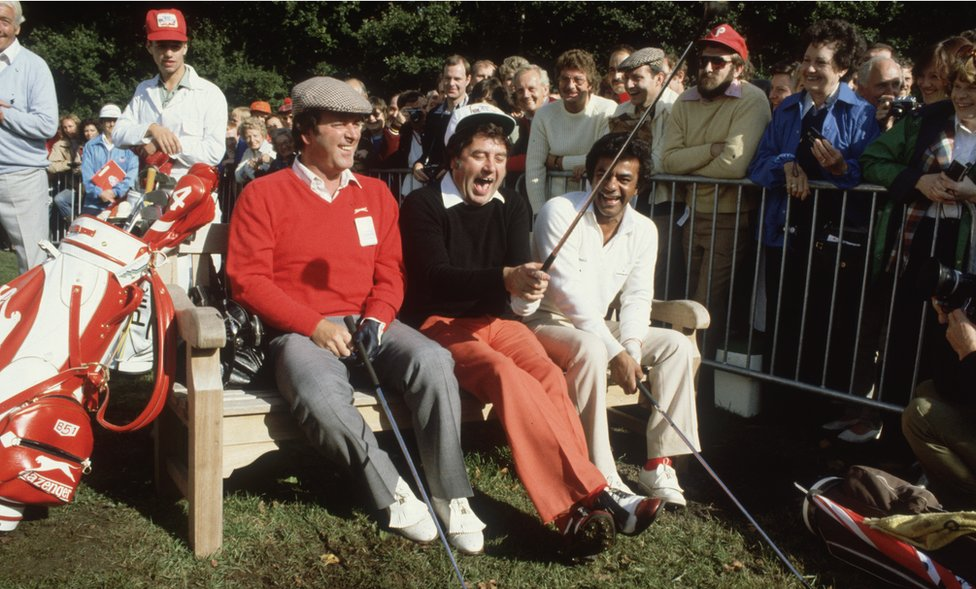 1981: Terry Wogan, with the comedian, Jimmy Tarbuck and the American pop singer, Johnny Mathis, during the Bob Hope British Classic golf tournament at Moor Park golf course