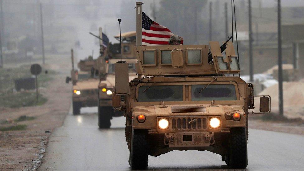 وحدات من القوات الأمريكية في مدينة منبج الأمريكية في شمالي سوريا.