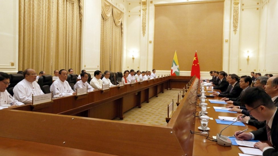 Reunión entre Aung San Suu Kyi ay el presidente chino Xi Jinping