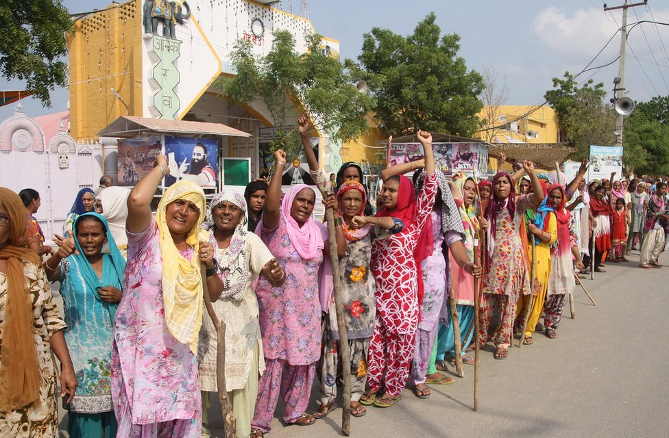Female supporters of Mr Singh