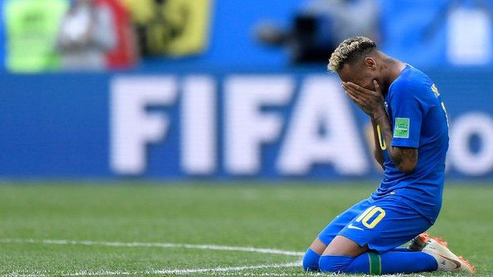 Neymar rompe en llanto al finalizar el partido frente a Costa Rica.