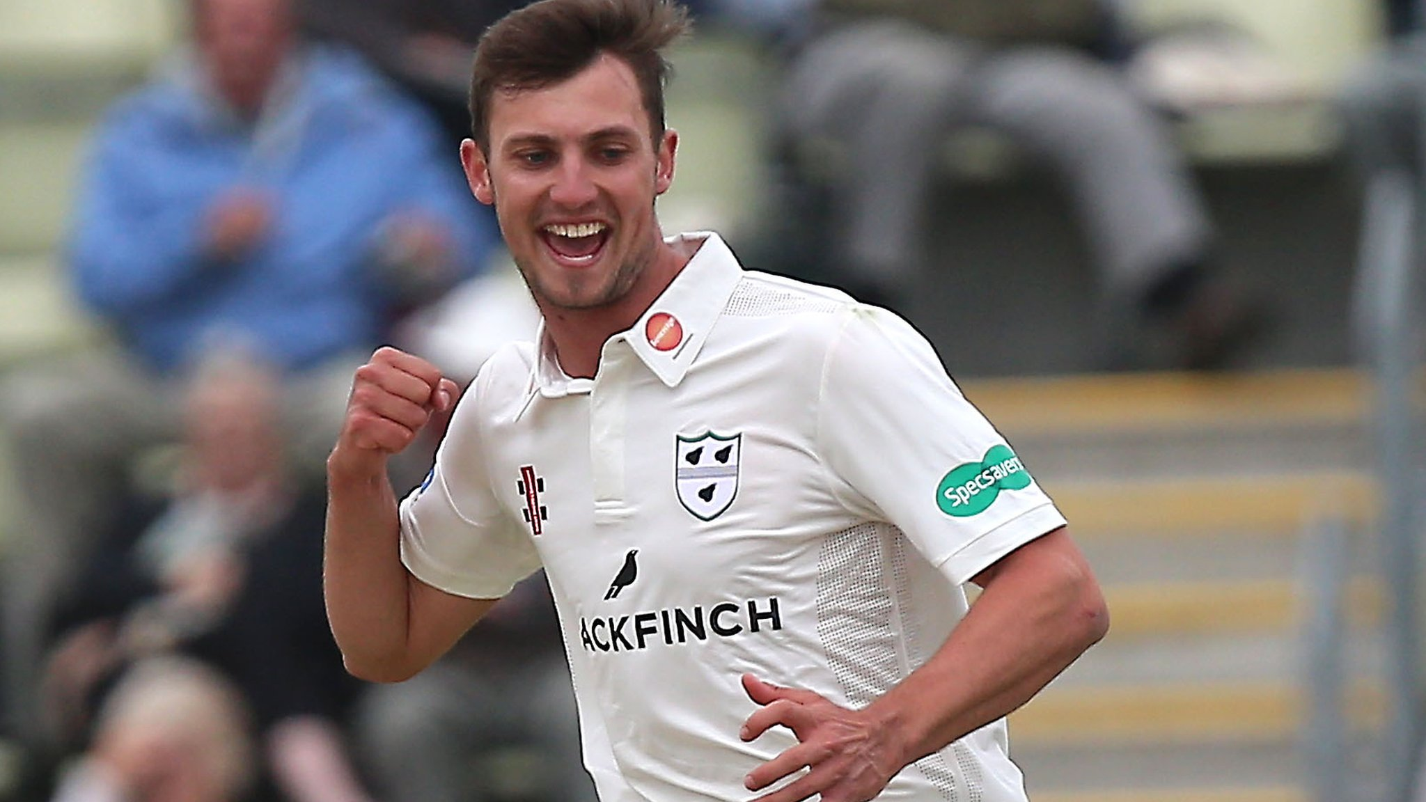 Worcestershire break duck by beating Lancashire