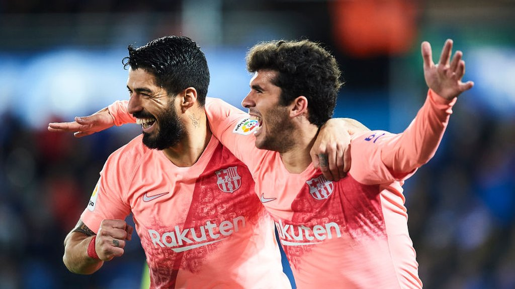 Barcelona beat Alaves 2-0 to close on La Liga title