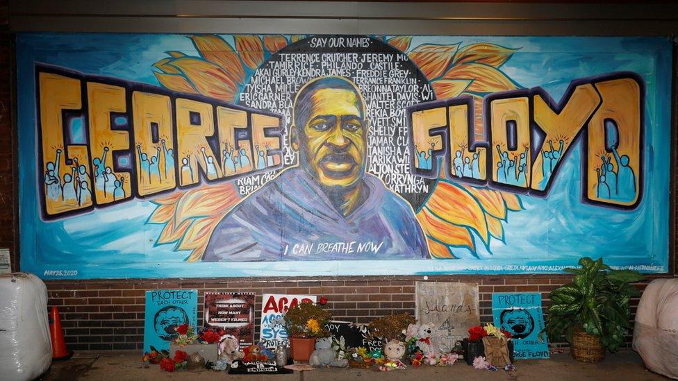 Mural en homenaje a Geroge Floyd en Mineápolis, Minnesota,