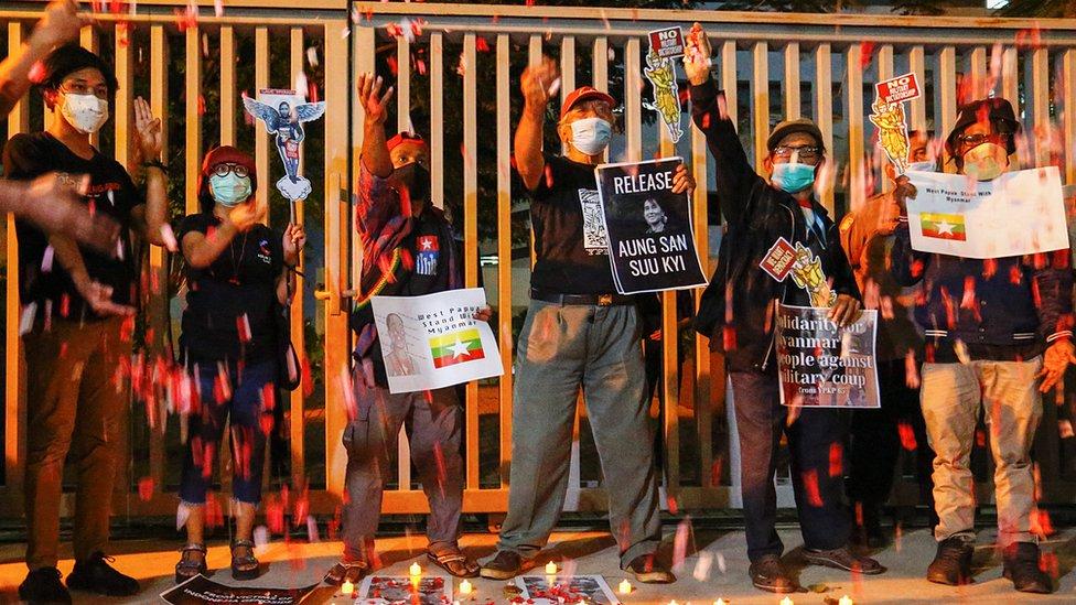 Warga demonstrasi di depan Sekretaria ASEAN di Jakarta, pada 12 Maret 2012.