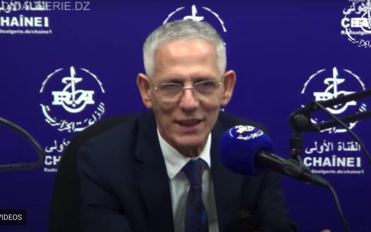 فرحات آيت علي براهم خلال مقابلة مع الإذاعة الوطنية