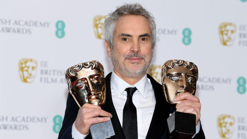Alfonso Cuarón ganó el premio BAFTA a mejor director y mejor película por Roma.