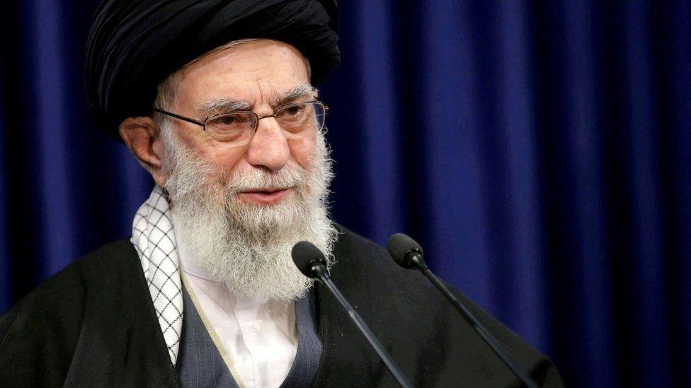 آية الله علي خامنئي هو المرشد الأعلى منذ عام 1989