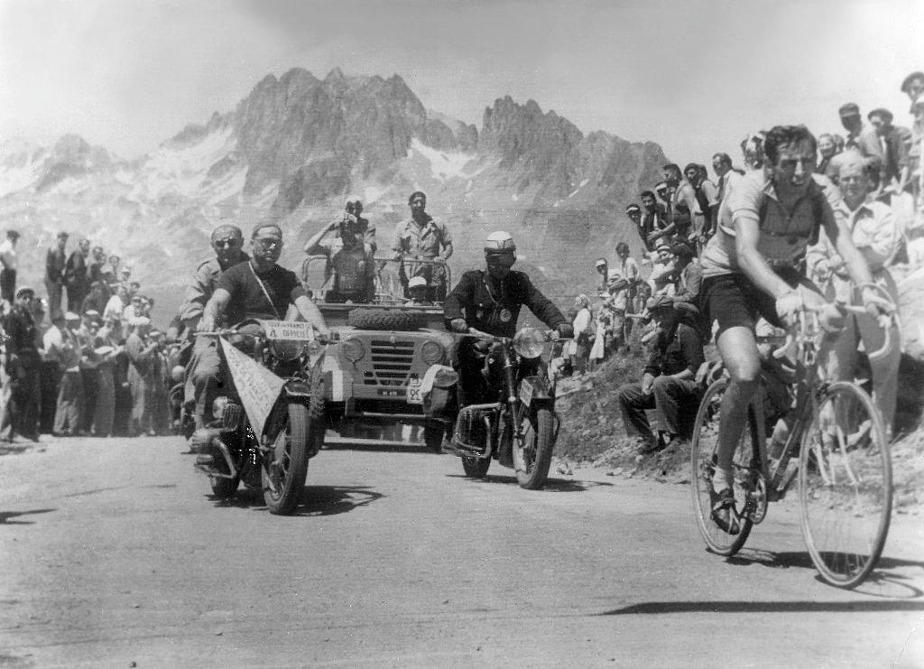 El italiano Fausto Coppi fue el primer ganador en la cima del Alpe D'Huez en 1952.