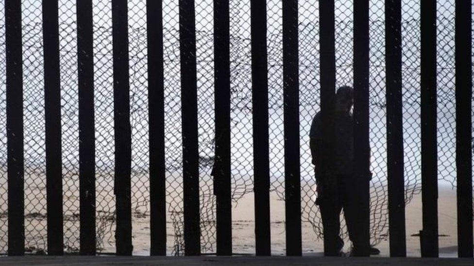 قرار بشأن طلب تمويل جدار حدودي مع المكسيك اقترحه ترامب يواجه ضغوطا