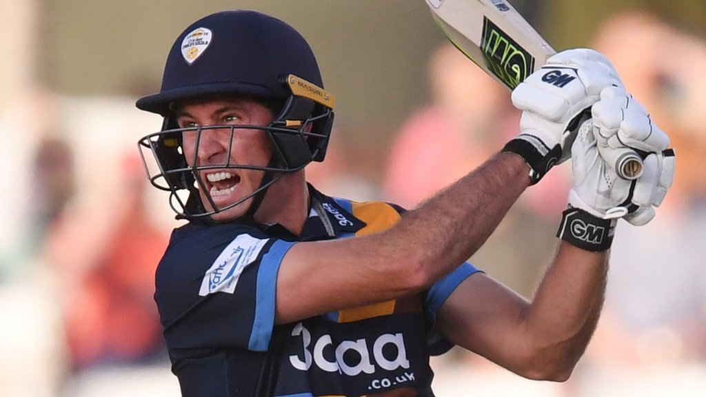 Wayne Madsen: Derbyshire batsman extends contract until 2022
