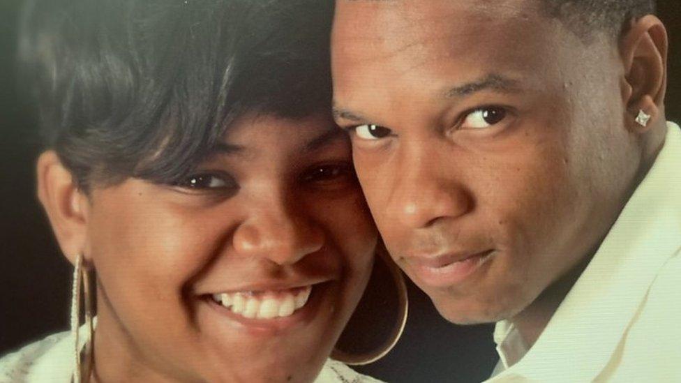 Ashley y Kennard se casaron en 2011, después de conocerse en el ejército.