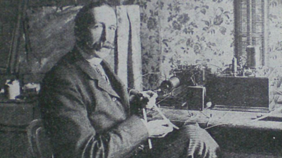 Nevil Makelyne.