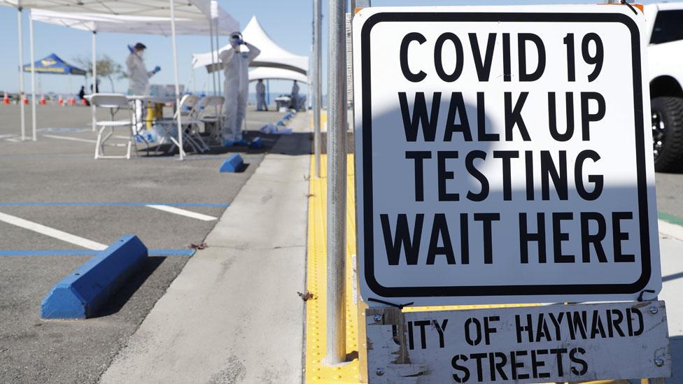 Puesto de testeo de coronavirus en California