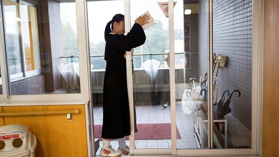 做清潔的日本學生