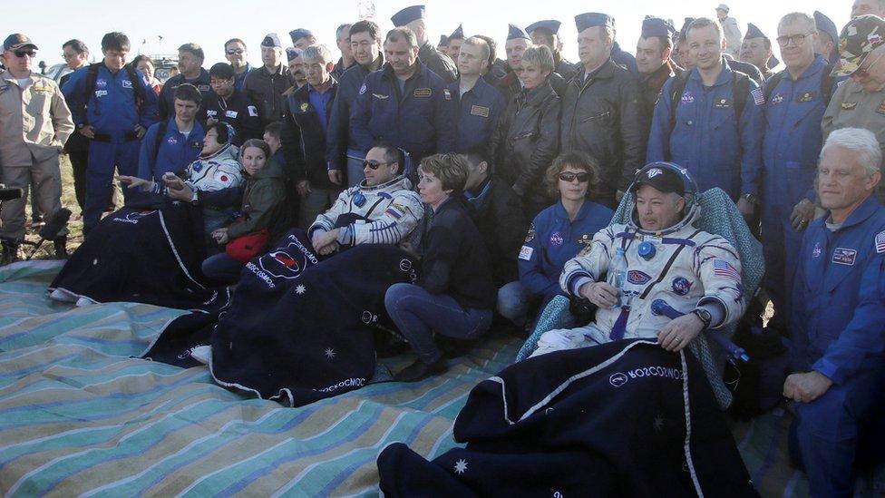 Tiga astronot