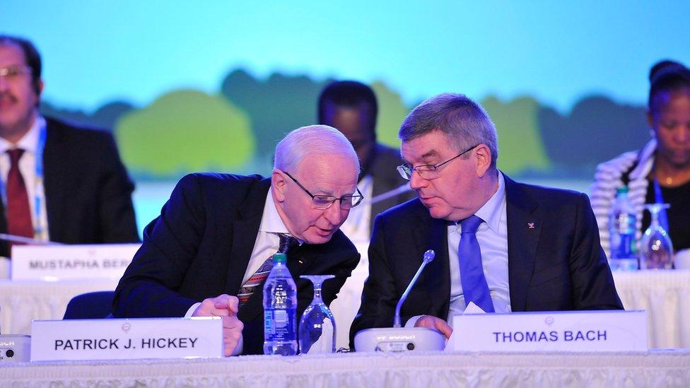 Patrick Hickey (L) and IOC President Thomas Bach at a meeting in Washington (October 29, 2015)