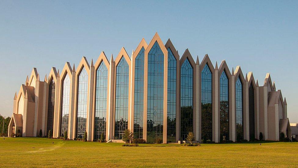 الكنيسة محور حياة الكثيرين في نورث كارولينا.