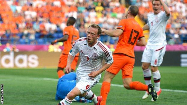 Michael Krohn-Dehli celebrates his goal against Netherlands