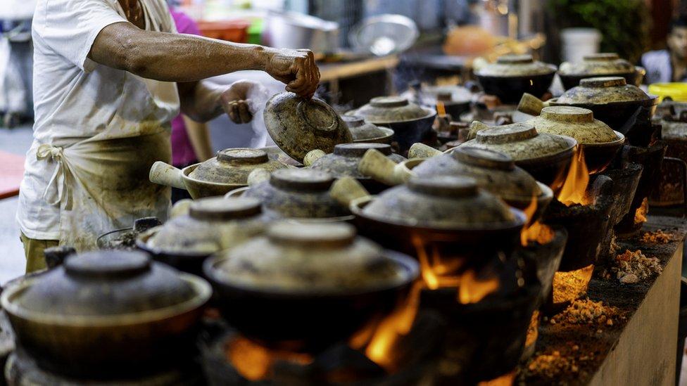 Tezga sa brzom hranom u Singapuru