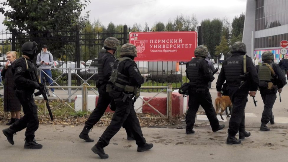 La Guardia Nacional de Rusia entra en el campus de la Universidad de Perm
