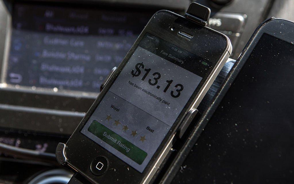 Un móvil con la app de Uber
