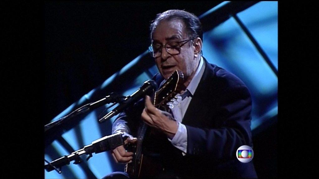 BBC News - Brazilian 'father of bossa nova' João Gilberto performs on stage