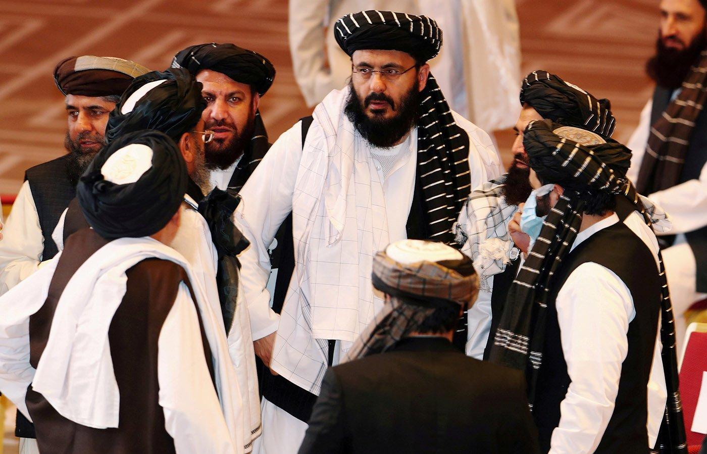 2020年,塔利班代表團在多哈的一次會面上發言。