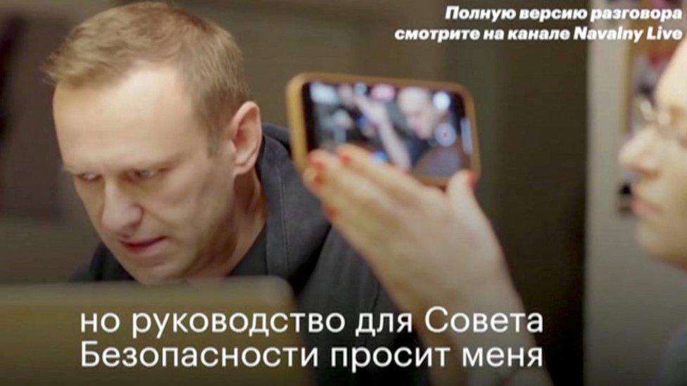 لقطة من فيديو نافالني لدى اتصاله بأحد القتلة المزعومين