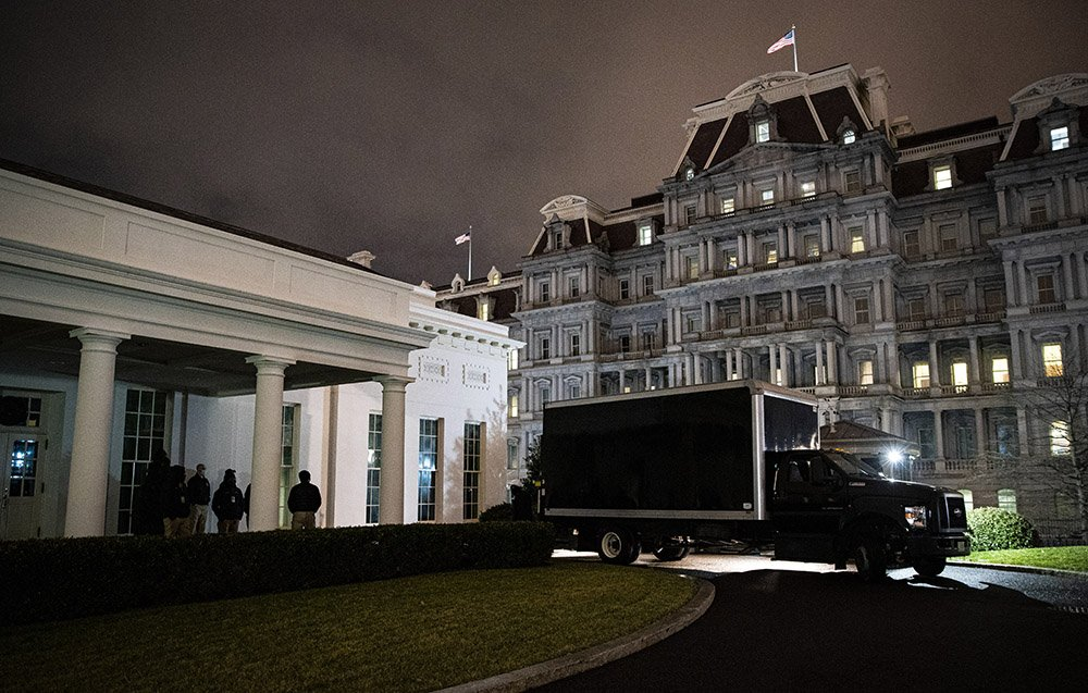 Removals truck outside the White House