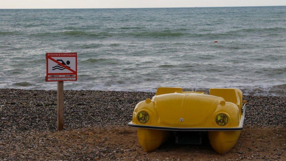 До кінця року без гарячої води: як Євпаторія страждає через водну кризу в Криму