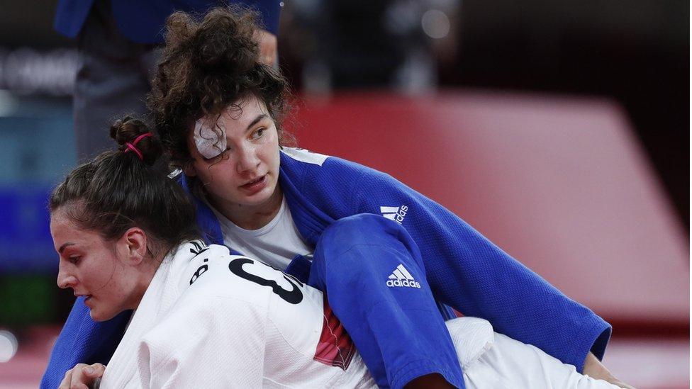 Олимпиада в Токио, день 5: бронза у российской дзюдоистки, серебро у пловцов, Байлз снова не будет выступать