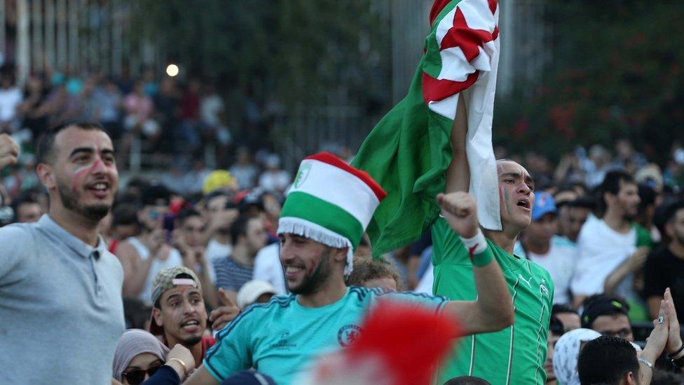 فرحة الجزائريين بتأهل فريقهم إلى نهائي كأس الأمم الإفريقية