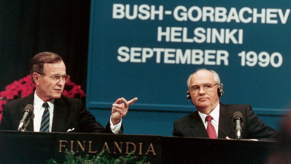 El presidente George H.W. Bush y el último líder de la Unión Soviética, Mijaíl Gorbachov.