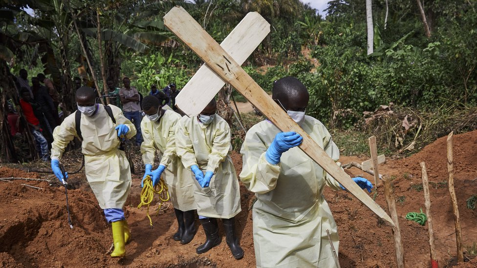 Health workers bury an 11-month old child in North Kivu province, Democratic Republic of the Congo, 05 May 2019.