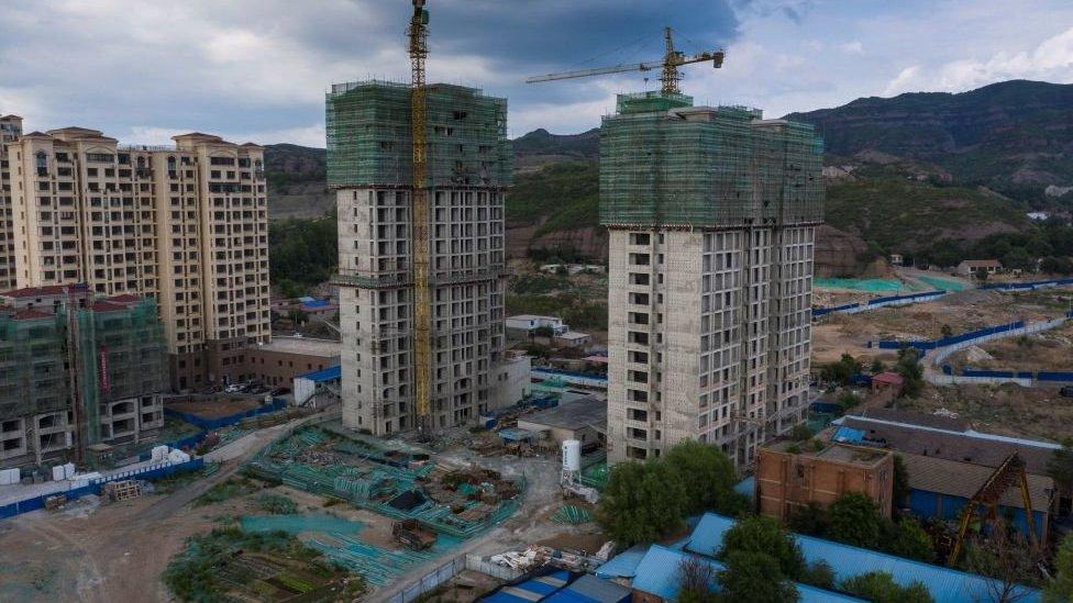 """中國在90年代啟動""""房改""""。房地產行業隨後經歷了井噴式發展。"""