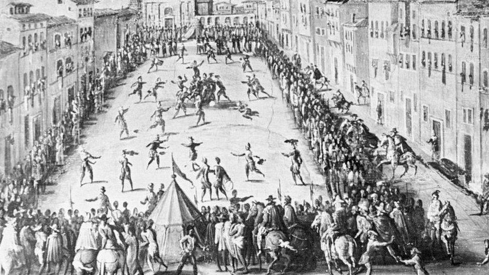 Aunque el fútbol moderno se concibió a mediados del siglo XIX, distintas modalidades de juego de pelota se habían practicado en Europa desde el principio del Medioevo.