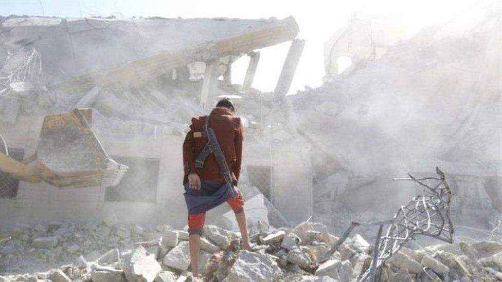 सऊदी की अगुवाई वाले हवाई हमलों से यमन में काफ़ी नुकसान है
