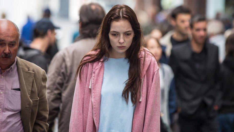 devojka na ulici