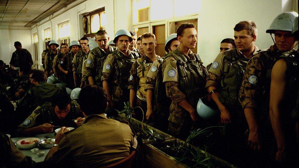 Ukrainskie mirotvorcы v kazarmah Tito, 1992 god