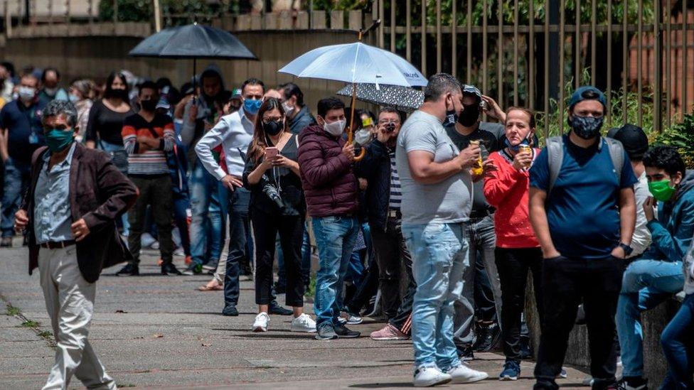 colas en el black friday en Bogotá.