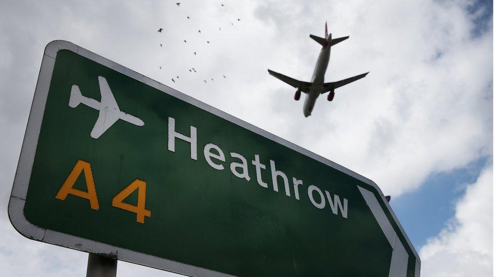 Una avión sobre Heathrow