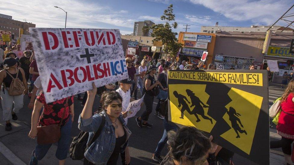Protesta contra las separaciones de padres e hijos