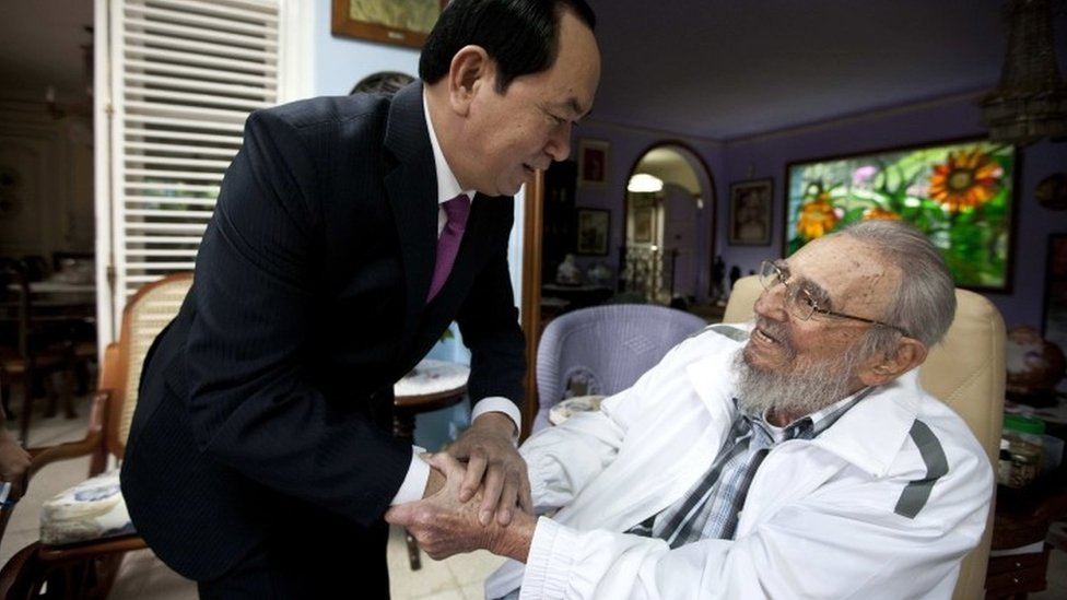 "Cuba""s former leader Fidel Castro, right, shakes hands with Vietnamese President Tran Dai Quang, left, in Havana, Cuba, Tuesday, Nov. 15, 2016."