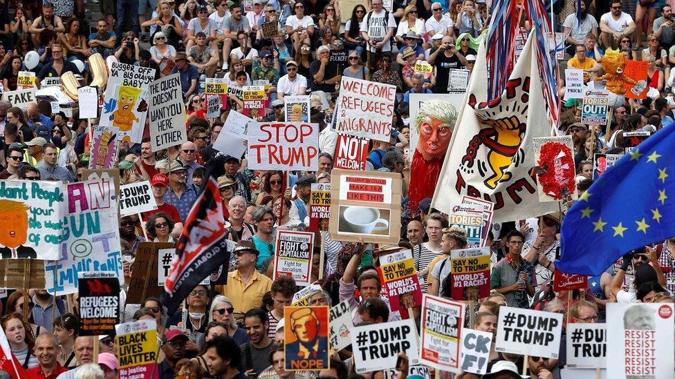 سارت مسيرات حاشدة وسط العاصمة البريطانية احتجاجا على زيارة ترامب