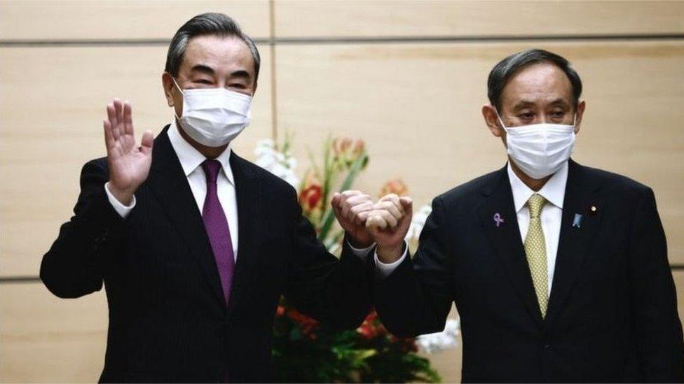 11月底中國外長王毅訪問日本。日本評論員說 為了平衡美國的壓力,中國可能希望同日本進一步發展關係