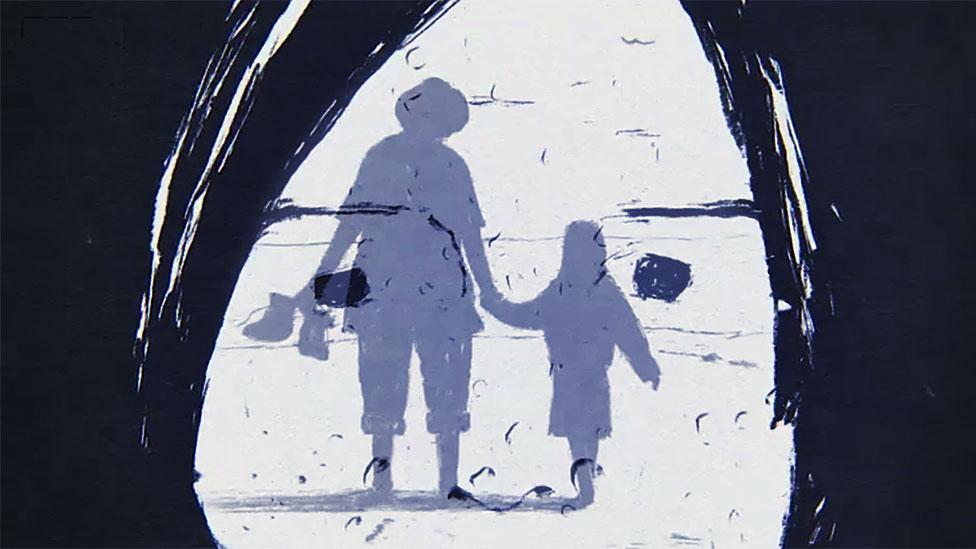 La misma niña con el recuerdo de estar con su padre en la playa