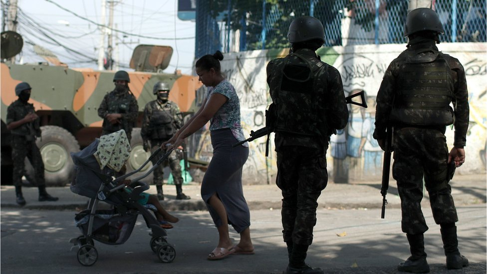 Brazilian soldiers carry out an operation in the Complexo do Alemao favela in Rio de Janeiro, 21 August 2018